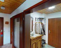 Flur und Eingang mit Garderobe